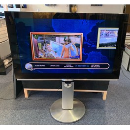 BeoVision 7-55 med högt golvstativ